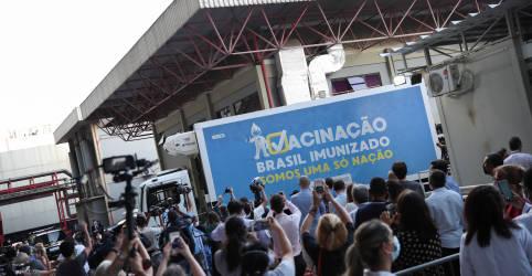 Placeholder - loading - Imagem da notícia Fiocruz inicia envase de vacina da AstraZeneca e buscará acelerar entregas