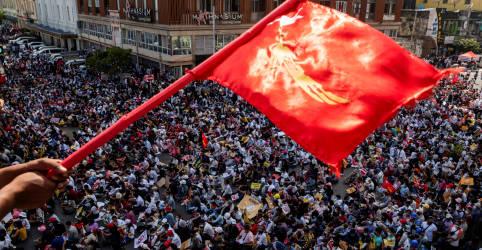 Placeholder - loading - Imagem da notícia Manifestantes de Mianmar rejeitam reivindicação do Exército sobre apoio popular