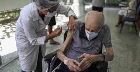 Placeholder - loading - Imagem da notícia Brasil receberá 2 milhões de doses de vacina da AstraZeneca da Índia na terça, diz Fiocruz