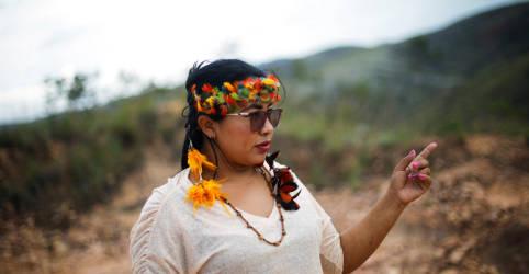 Placeholder - loading - Imagem da notícia ESPECIAL-Mineração em reservas opõe indígenas alinhados a Bolsonaro a outros povos da Amazônia