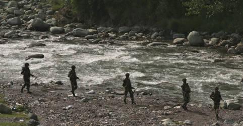 Placeholder - loading - Imagem da notícia Índia e Paquistão acertam fim de combate na fronteira em comunicado conjunto raro