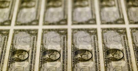 Placeholder - loading - Dólar toma fôlego e ultrapassa R$5,58 com piora externa e ruídos locais