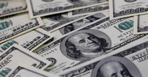 Placeholder - loading - Imagem da notícia Dólar supera R$5,76 acompanhando exterior com foco nos Treasuries