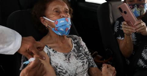 Placeholder - loading - Imagem da notícia Fiocruz diz que estudos preliminares apontam eficácia de vacina da AstraZeneca contra variante de Manaus
