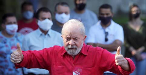 Placeholder - loading - Imagem da notícia ANÁLISE-Bolsonaro tem em Lula adversário ideal, não fácil, e deve reforçar populismo