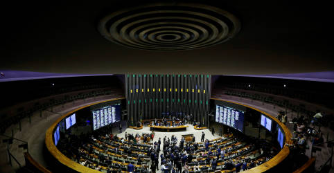 Placeholder - loading - Imagem da notícia Câmara aprova texto-base da PEC Emergencial em 1º turno