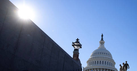 Placeholder - loading - Imagem da notícia Pacote de US$1,9 tri do governo Biden garante votos para aprovação na Câmara