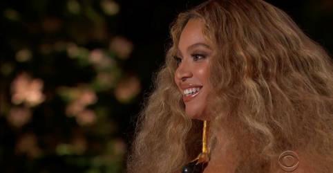 Placeholder - loading - Imagem da notícia Beyoncé e Taylor Swift fazem história em Grammy dominado por mulheres