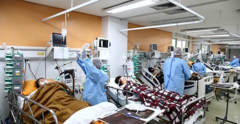 Placeholder - loading - Imagem da notícia Pandemia se acelera na metade das Américas; Opas pede que autoridades do Brasil protejam população