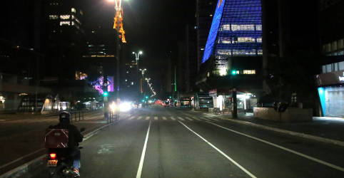Placeholder - loading - Imagem da notícia São Paulo antecipa feriados municipais para frear Covid-19, Rio deve fazer o mesmo