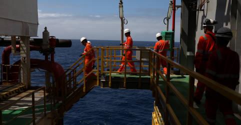 Placeholder - loading - Imagem da notícia Petroleiros cobram ações da Petrobras junto ao MPT por Covid em plataformas
