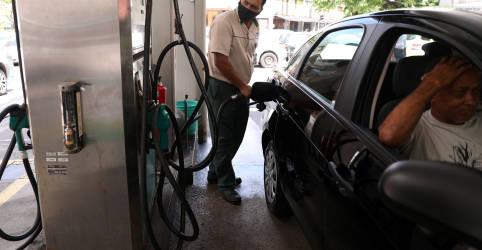 Placeholder - loading - Petrobras faz 1ª redução do ano no preço da gasolina