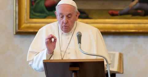 Placeholder - loading - Imagem da notícia Papa determina cortes de salários para cardeais e clérigos do Vaticano para salvar emprego de funcionários