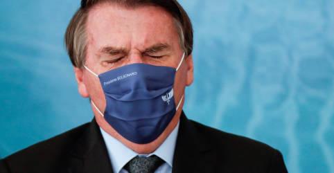 Placeholder - loading - Imagem da notícia Criticado pelo caos na saúde, Bolsonaro culpa variante do coronavírus por explosão de casos e mortes