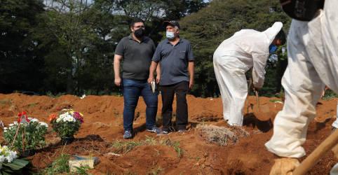 Placeholder - loading - Imagem da notícia Brasil supera marca de 300 mil mortes por Covid-19