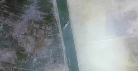 Placeholder - loading - Canal de Suez suspende tráfego com navio ainda encalhado 'como uma baleia'