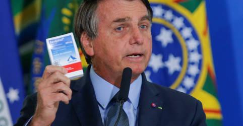 Placeholder - loading - Imagem da notícia Bolsonaro indica que tomará novamente cloroquina se for reinfectado por Covid