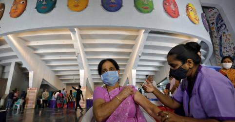 Placeholder - loading - Imagem da notícia Índia diz a compradores estrangeiros de vacina que prioriza necessidades locais