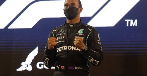 Placeholder - loading - Imagem da notícia Hamilton segura Verstappen em abertura épica de temporada na F1 no Barein