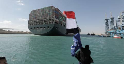 Placeholder - loading - Imagem da notícia Tráfego no Canal de Suez é retomado após desencalhe de navio