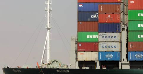 Placeholder - loading - Imagem da notícia Canal de Suez diz que tráfego será retomado com desencalhe de navio