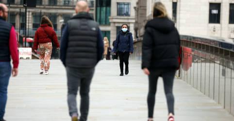 Placeholder - loading - Imagem da notícia Inglaterra ameniza medidas de lockdown, mas premiê Johnson pede cautela