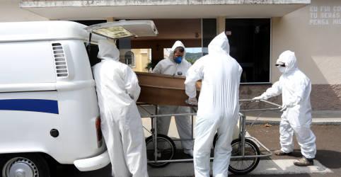 Placeholder - loading - Imagem da notícia Mortes na fila: o drama da busca por leitos de UTI no pior momento da Covid no país
