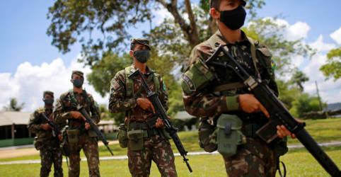 Placeholder - loading - Imagem da notícia Ministro da Defesa apresenta novos comandantes das Forças Armadas