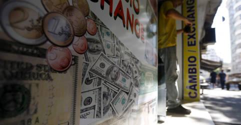 Placeholder - loading - Imagem da notícia Dólar fecha em queda atento a Orçamento, mas incerteza permanece