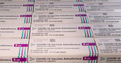 Placeholder - loading - Imagem da notícia Agência de medicamentos da UE vê elo entre vacina da AstraZeneca e coágulos sanguíneos