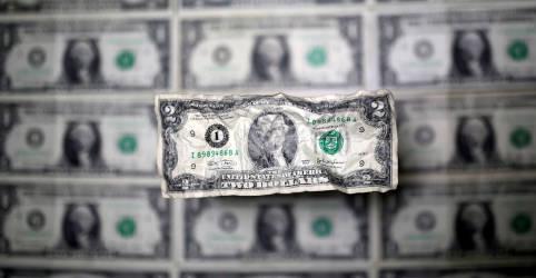 Placeholder - loading - Imagem da notícia Dólar cai por otimismo externo; alívio segue frágil por imbróglio sobre Orçamento e pandemia