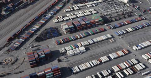 Placeholder - loading - Imagem da notícia Santos Brasil leva 3 de 5 áreas de portos; leilão rende R$216 mi em outorgas