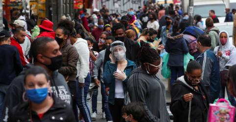 Placeholder - loading - Imagem da notícia Em meio a pico da pandemia, governo lança campanha por máscara e distanciamento social