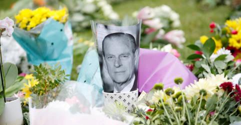 Placeholder - loading - Imagem da notícia Funeral do príncipe Philip será realizado em 17 de abril; Harry planeja comparecer