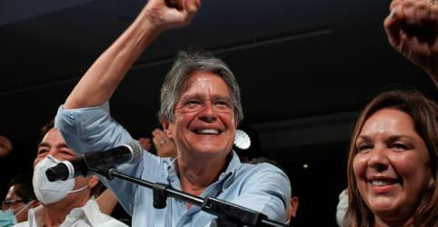 Placeholder - loading - Imagem da notícia Banqueiro tem vitória surpreendente sobre socialista em eleição presidencial no Equador