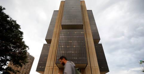 Placeholder - loading - Imagem da notícia Mercado passa a ver aperto monetário maior este ano, com inflação mais alta