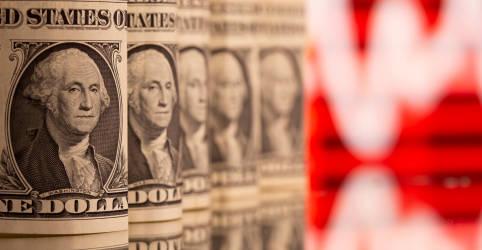 Placeholder - loading - Imagem da notícia Dólar cai com exterior, mas risco fiscal mantém moeda acima de R$5,70
