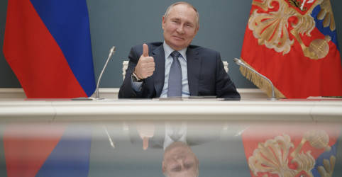 Placeholder - loading - Imagem da notícia Putin recebe 2ª dose de vacina russa contra Covid-19, diz Interfax