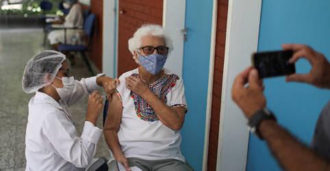 Placeholder - loading - Imagem da notícia Fiocruz entrega mais 5 milhões de doses de vacina contra Covid-19