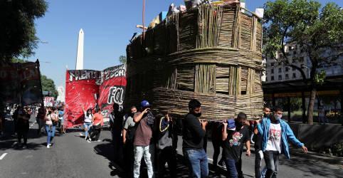 Placeholder - loading - Imagem da notícia Cresce tensão política na Argentina após medidas mais rígidas para conter Covid-19