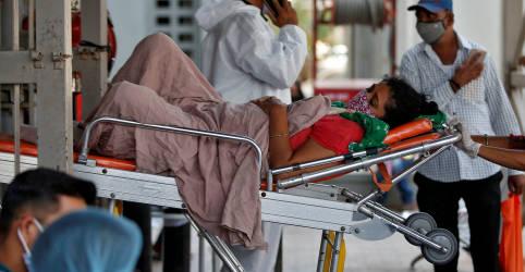 Placeholder - loading - Imagem da notícia Sistema de saúde da Índia desmorona sob a Covid, Délhi adota lockdown
