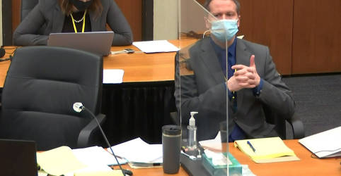 Placeholder - loading - Imagem da notícia Acusação e defesa finalizarão argumentos em julgamento de Derek Chauvin