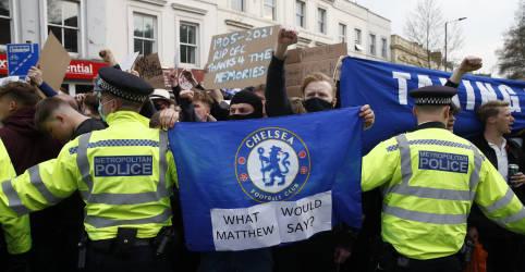 Placeholder - loading - Imagem da notícia Chelsea prepara documentação para pedir retirada da Superliga, diz BBC