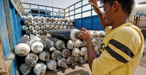 Placeholder - loading - Imagem da notícia Índia sofre com recorde de casos novos de Covid e escassez de oxigênio