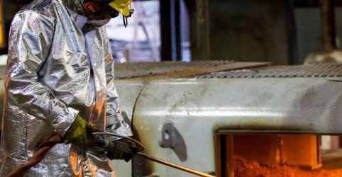 Placeholder - loading - Imagem da notícia Usiminas lucra R$1,2 bi no 1º tri; eleva vendas de aço em 20%