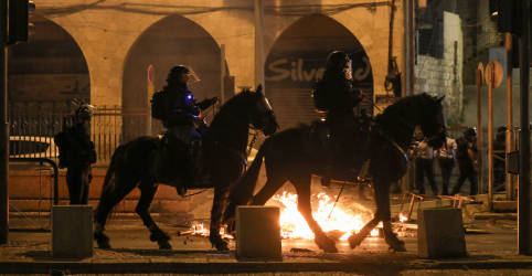 Placeholder - loading - Imagem da notícia Polícia prende dezenas em confrontos em Jerusalém, nacionalistas gritam 'morte aos árabes'