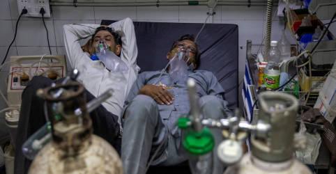 Placeholder - loading - Imagem da notícia Casos de coronavírus da Índia têm novo recorde e sistema de saúde cambaleia