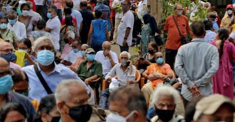 Placeholder - loading - Imagem da notícia Hospitais da Índia têm avalanche de casos de coronavírus; países prometem ajuda