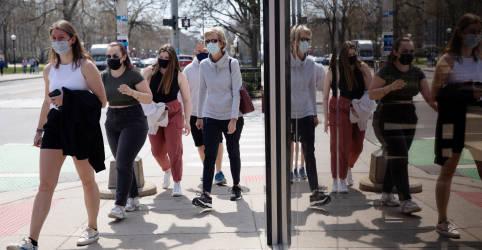 Placeholder - loading - Imagem da notícia EUA orientam que pessoas vacinadas podem ficar sem máscara em lugares abertos em alguns casos