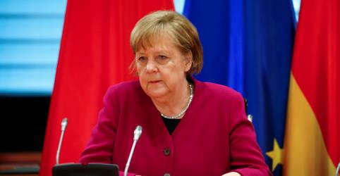 Placeholder - loading - Imagem da notícia Merkel pede retomada de diálogo sobre direitos humanos com China